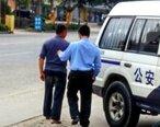 老人骑电瓶车向路边妇女袭胸,已被警察逮捕