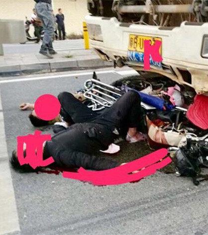 悲剧!镇隆楼下路段泥头车撞致摩托两人死亡