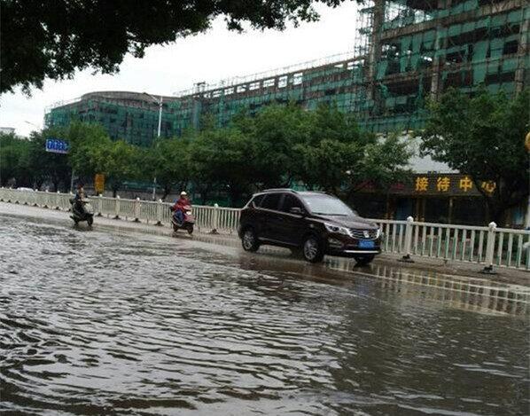 一场中雨,澳头榕城酒店路段,已经轻微积水