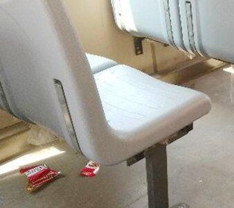 搭公交车看到这样的画面,乘客卫生意识太差了