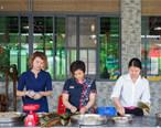 这群客家厨娘们不怕辛苦,自己做起了私房粽
