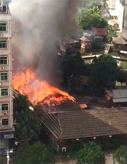 全嘉福着火,屋顶被火覆盖!10部消防车出动