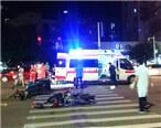 东平三轮车跟摩托车相撞,救护车到达救援