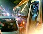 火气太大了?惠东一公交车故意刮花变道小车