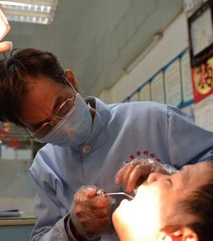 这家牙医诊所在陈江开了33年,很多人都知道