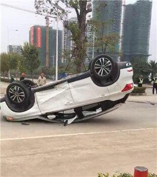 水口镇东江高新区两车相撞,两车严重损毁