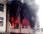 黄埠一工厂着火,浓烟火光不断从窗口飘出
