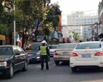 东湖路人民医院路段塞车原因,缺乏交警指挥