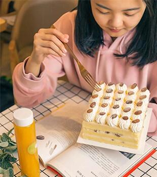 港惠这间店这么狂?一言不合就免费送蛋糕