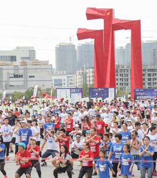 超大阵仗!今天数千人在仲恺的大街上奔跑…
