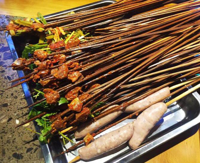 支起瓦罐撸串串!香菜鲜牛肉够麻辣要点赞!