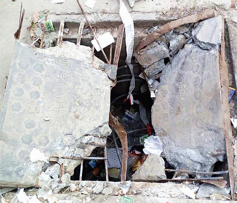 这沙井位于新圩某村主道边,目测深1.5米