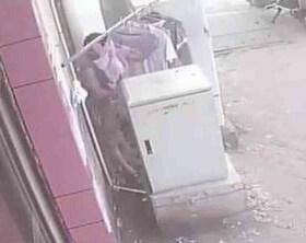 监拍男子街头偷女性内衣,偷完后淡定离开