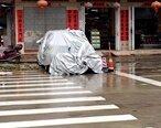 惠东这部车在马路上打横停,怎么没人处理?