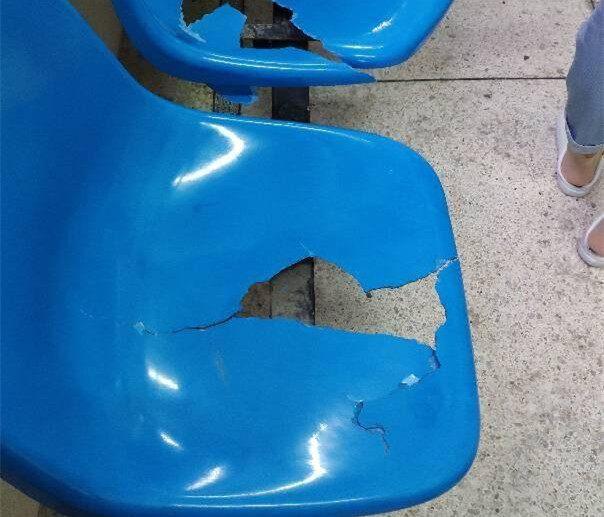 人民医院有这么穷吗?椅子破成这样都不换?