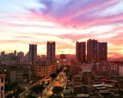 博罗傍晚的晚霞美景图,就像凤凰一样美丽
