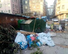 台风过后,陈江这条街的垃圾越堆越多!快来清理吧