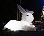 是心动的感觉!惠州街头惊现8米高巨萌玉兔