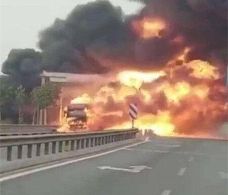潮莞高速良井路段突发起火,有车被烧?真相是这样…