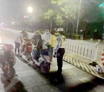 惠州交警凌晨蹲点,查处多辆鬼火车!