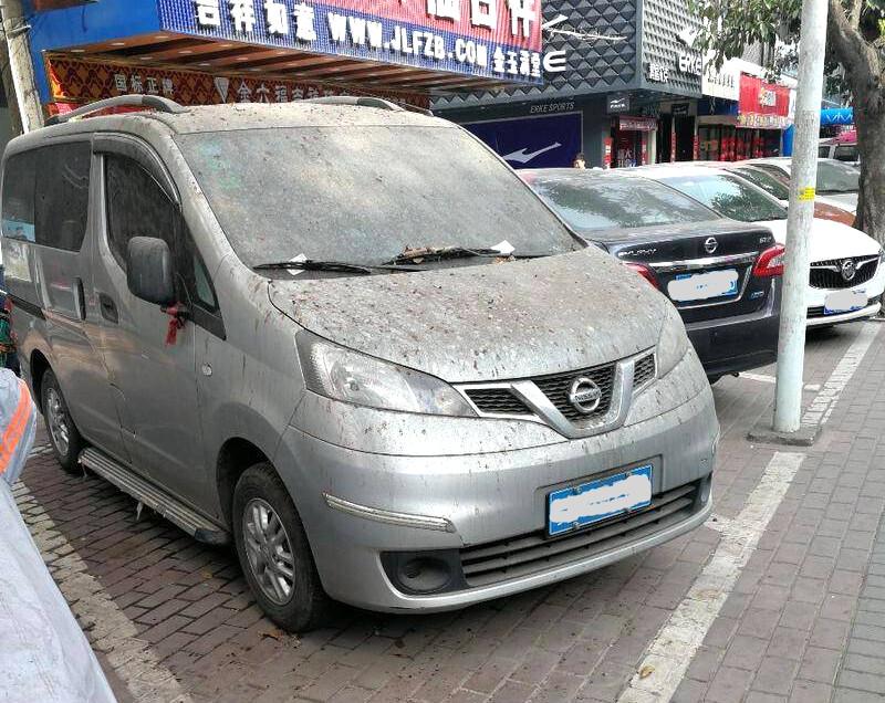 """陈江甲子路一堆""""僵尸""""车长期占用格子,霸占车位"""