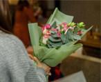 免费送花一个月!还有俄罗斯花艺师教插花