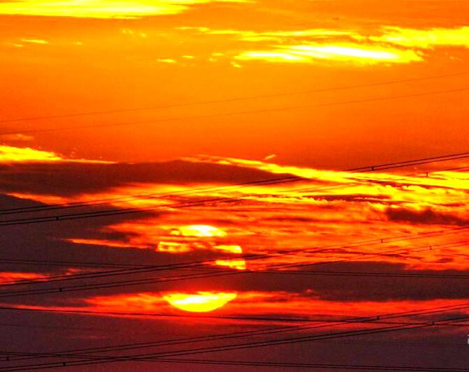 昨天的夕阳你看到了么? 这样血红色的天空难得可见