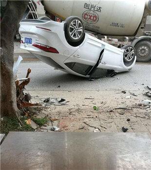 惠州一小车发生事故四脚朝天,望司机平安