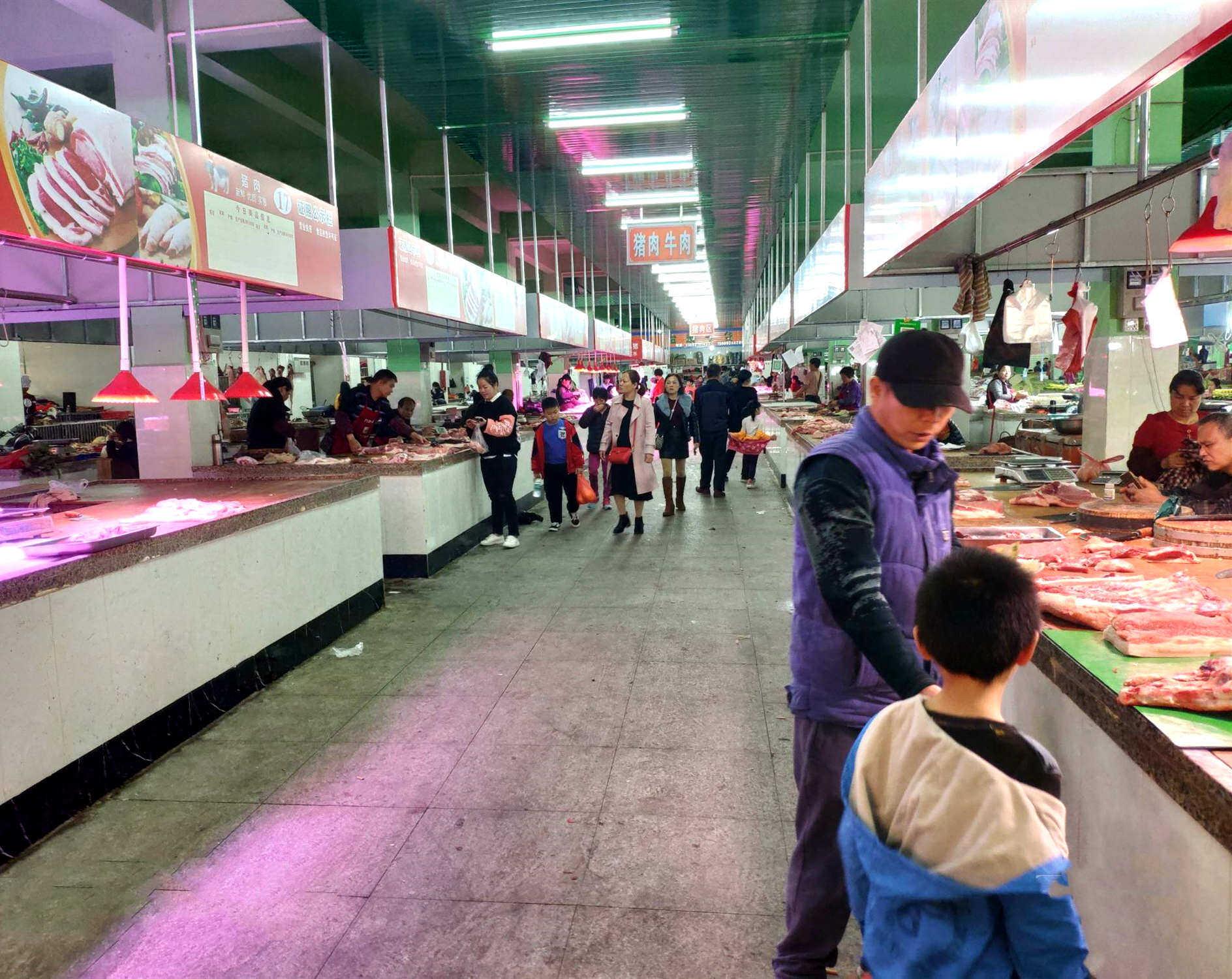 经过几个月的改造,沥林菜市场干净了很多