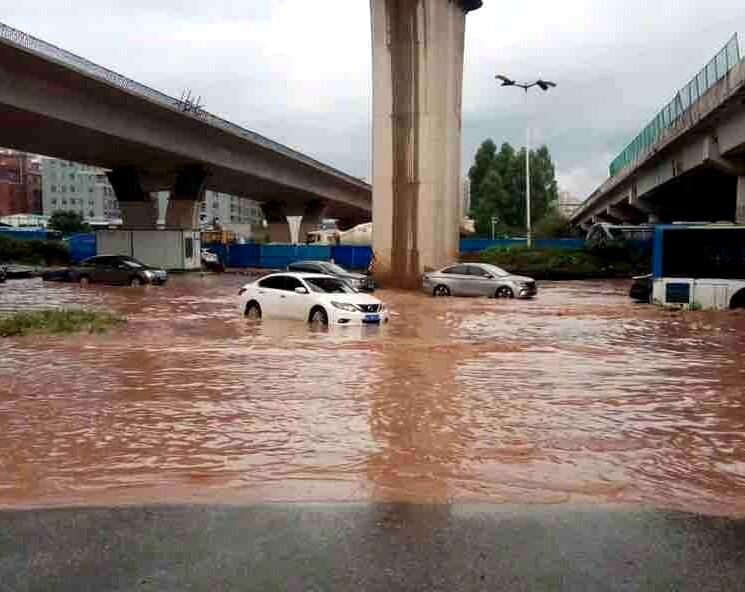 一场大雨后,仲恺四处塞车的塞车,水浸的水浸