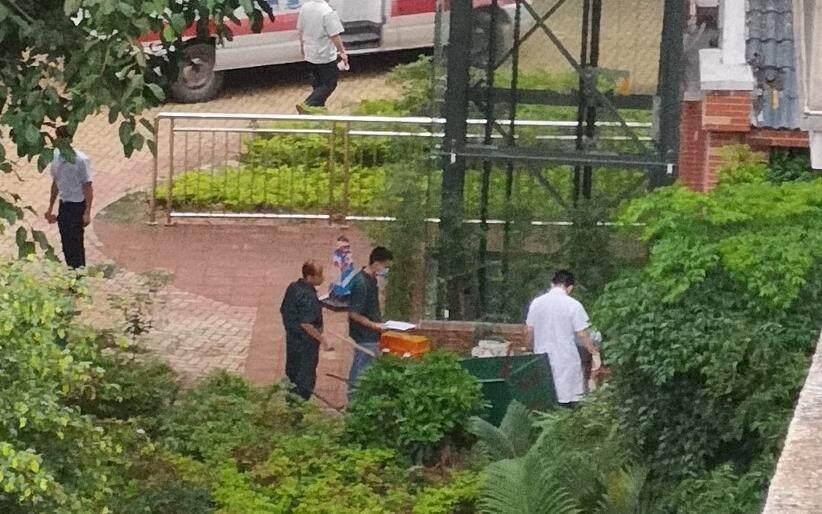 惠州东平一小区有人从楼上跌落!现场视频