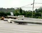 白云路段发生车祸,大货车车头被压成纸片