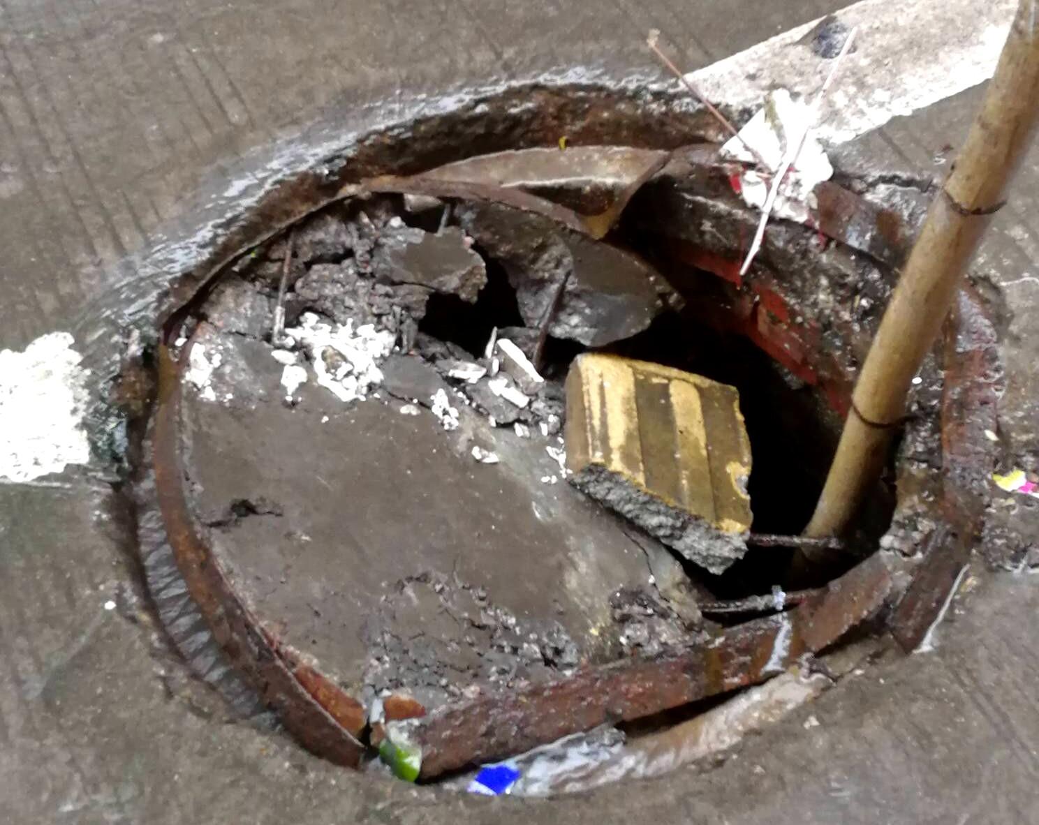 惠环这下水道井盖烂了,要找什么人来修啊