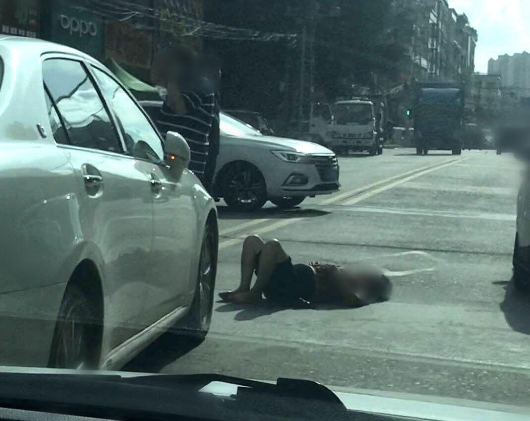 陈江一老奶奶被车撞倒,不知道人有没有事