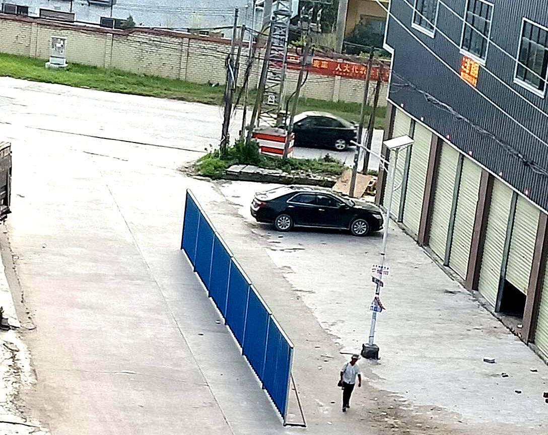 沥林的道路中间出现隔栏,这属于路障么?