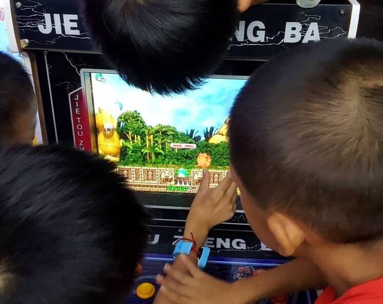 竟然有人在富川瑞园门口放置这样的游戏机