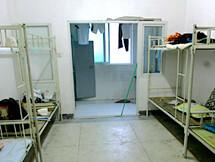 20个人用一个厕所,平海中学住宿环境好差