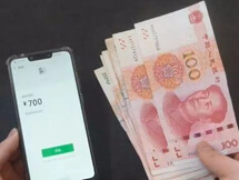 路边有人找你微信换现金100块,你愿意吗