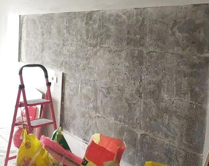 瓷砖墙出现大面积空鼓,该业主承担后果?
