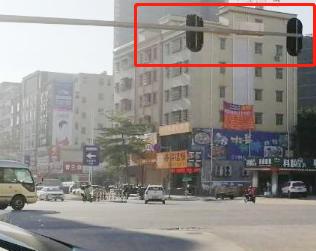 陈江大道和白云路交接路口少了一面红绿灯