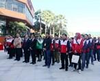 """这些人身穿红马甲聚集在淡水星河社区!只为参加""""国家宪法日""""活动"""