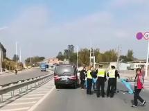 事发横沥!一路人倒在马路中间被盖上蓝布
