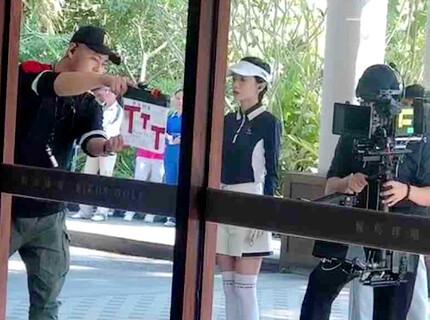 明星郭采洁在惠东候鸟高尔夫球场拍戏