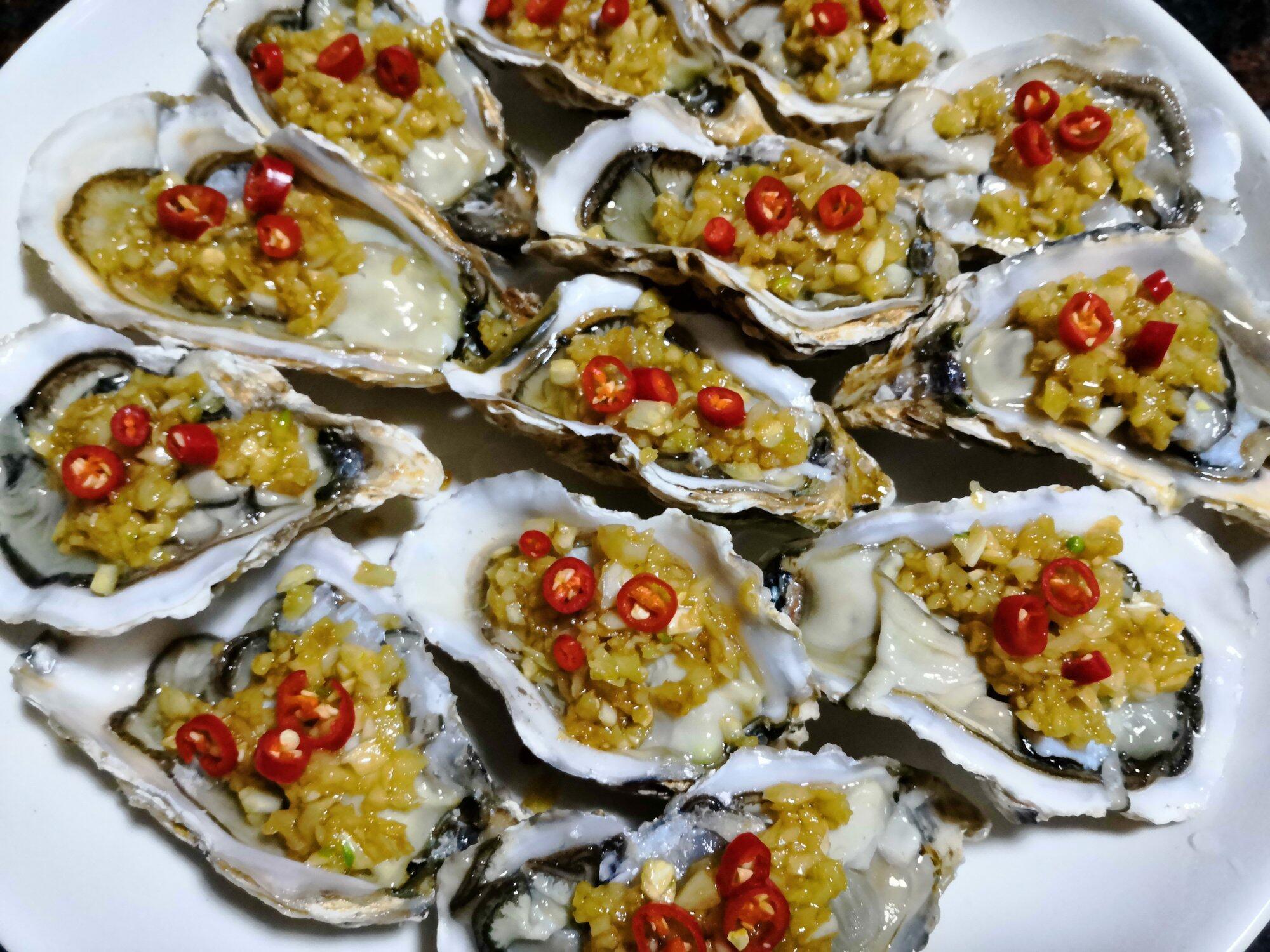 金银大生蚝 保留生蚝原鲜味融合金银调味料,超好吃。